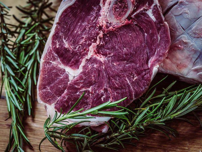 Utilisez le bicarbonate de sodium pour attendrir la viande.
