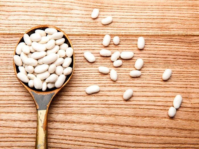 Utilisez le bicarbonate de sodium pour la cuisson des haricots blancs.