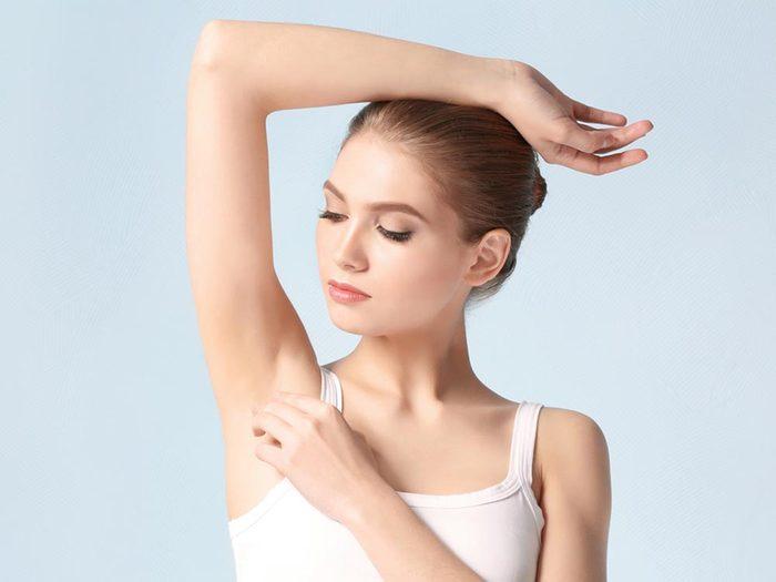 Utilisez le bicarbonate de sodium comme déodorant.