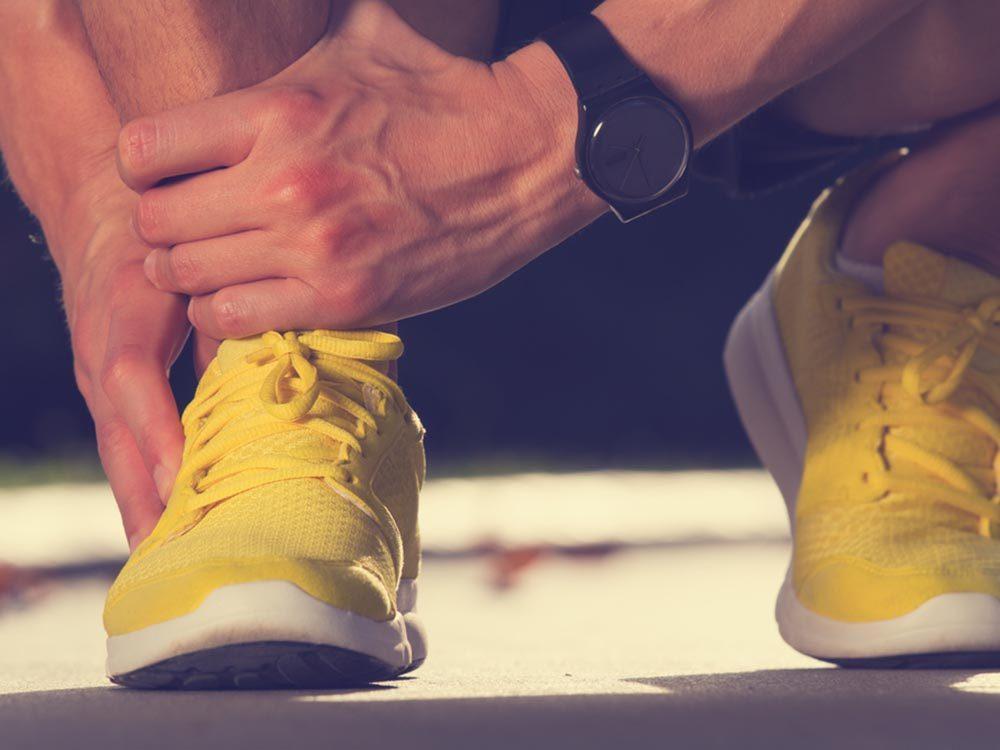Utilisez le bicarbonate de sodium pour désodoriser des chaussures.