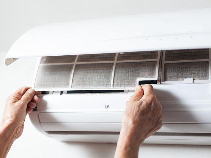 Utilisez le bicarbonate de sodium pour nettoyer les filtres du climatiseur.