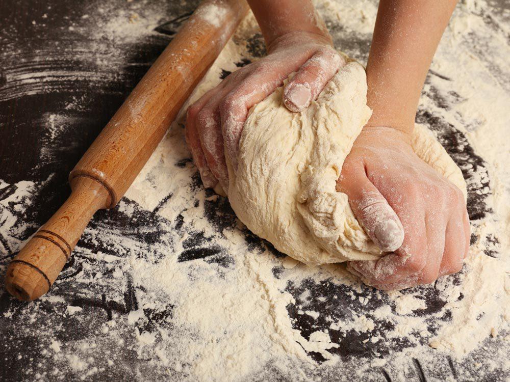 Utilisez le bicarbonate de sodium pour remplacer la levure.