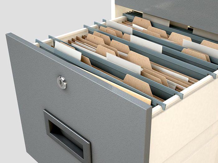 Diviser les tiroirs de votre bureau à la maison.