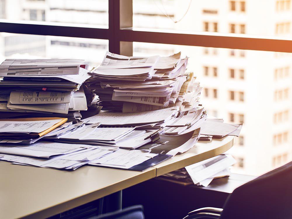 Prenez le temps de ranger votre bureau à la maison.