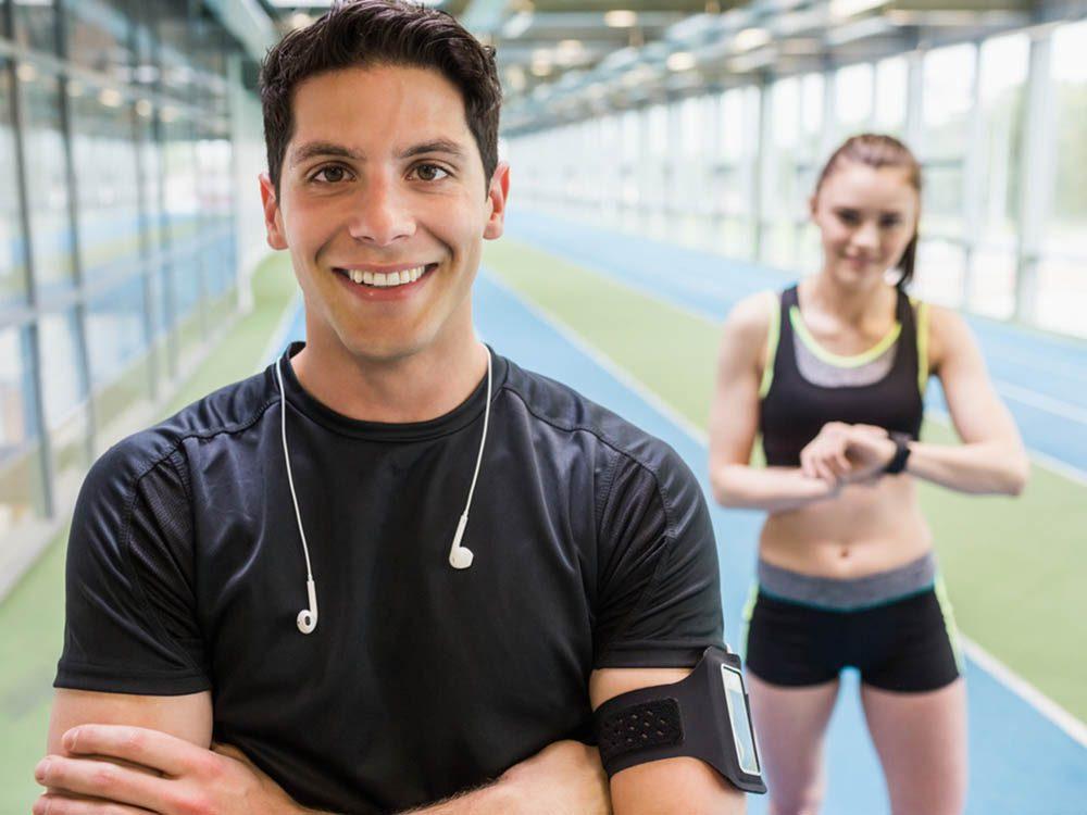 Combien de calories par jour: adaptez votre alimentation et votre exercice physique.