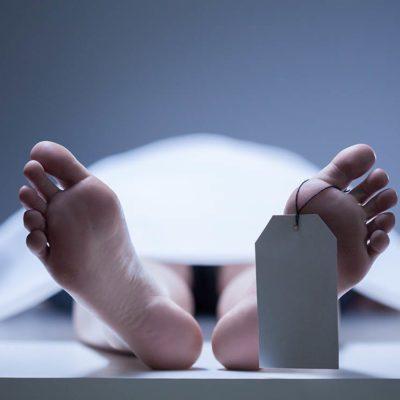 Le corps après la mort sent mauvais.