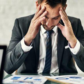 Une crise de panique peut être due à un raisonnement émotionnel.