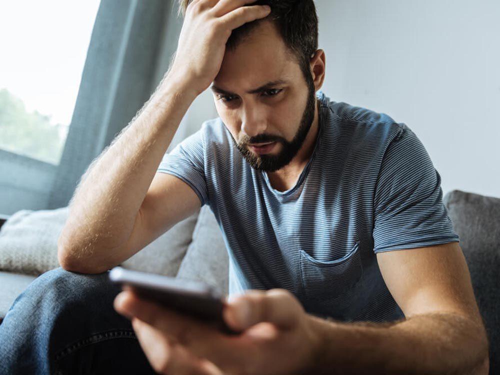 Trop de temps sur les réseaux sociaux peut causer une crise de panique.