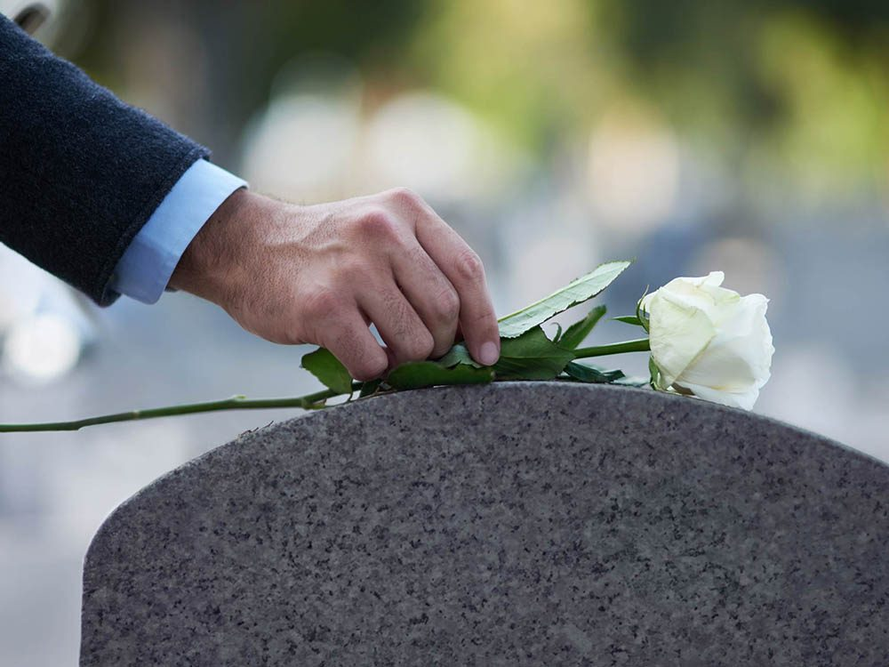 Il est inutile de s'excuser en offrant ses condoléances.