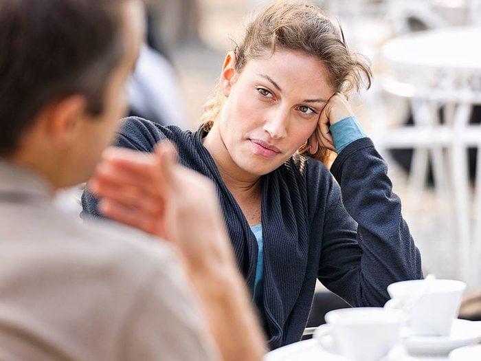Il est inutile de s'excuser de refuser un rendez-vous amoureux.