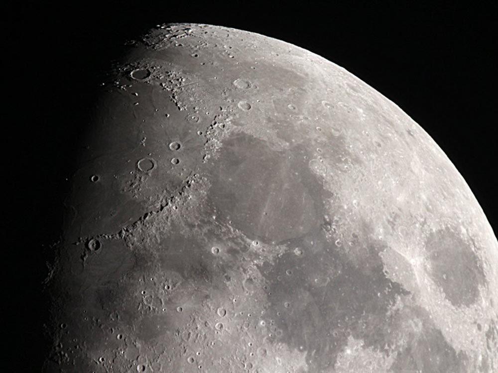 Fait insolite: Les ombres sont plus sombres sur la Lune.