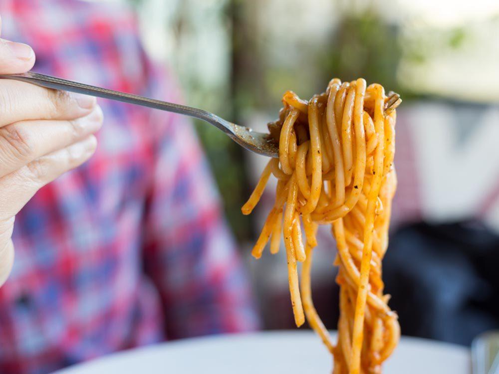 Fait insolite: Aux Philippines, on sert du spaghetti dans les restaurants McDonald's.