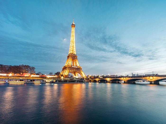Fait insolite: la tour Eiffel devait être installée à Barcelone.