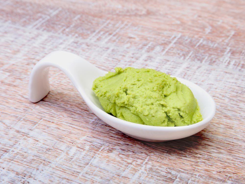 Fait insolite: La pâte wasabi n'en est habituellement pas.