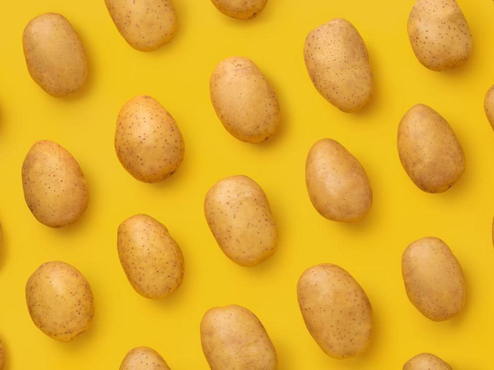 Fruits et légumes frais: conservez les pommes de terre avec les pommes.