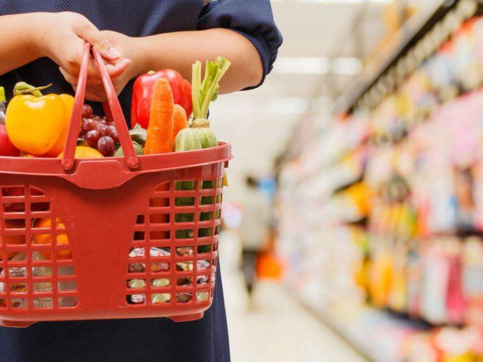 Pour éviter le gaspillage alimentaire, faites des courses plus souvent en moins grande quantité.