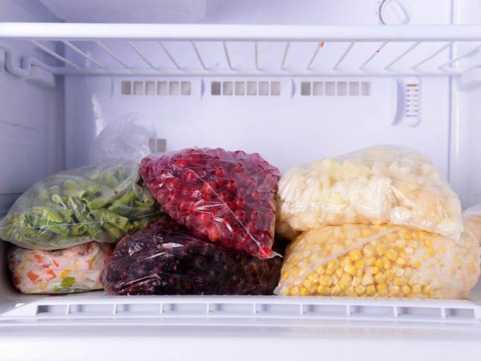 Pour éviter le gaspillage alimentaire, congeler vos aliments.