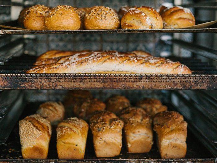 L'hypoglycémie peut se manifester par une obsession pour les produits de boulangerie.