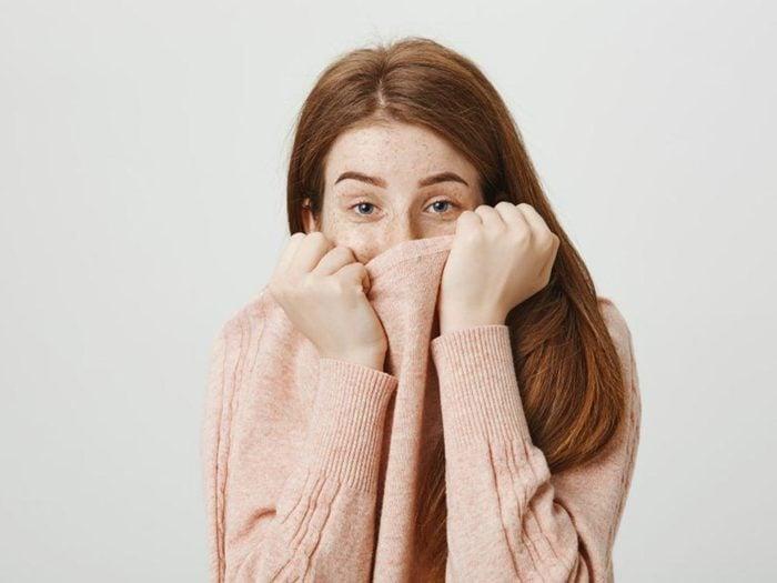 Un symptôme de l'hypoglycémie est la mauvaise haleine.