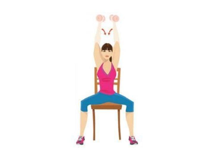 Dernière série d'exercices: Tricep press pour raffermir.