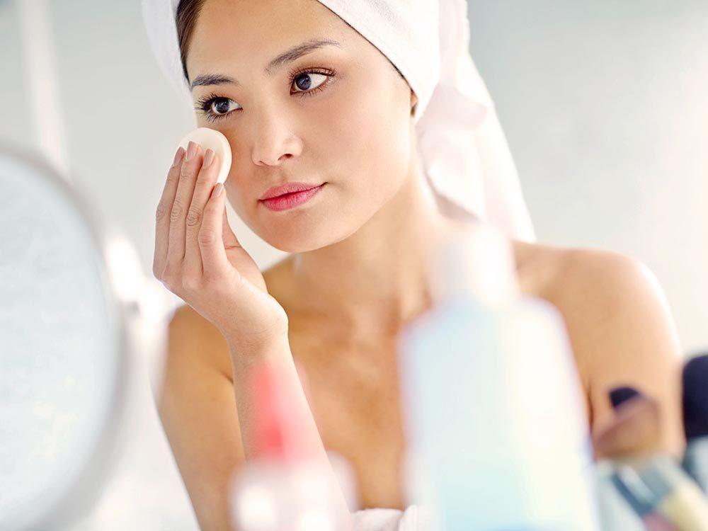 Pour avoir une peau saine: ne vous frottez pas les yeux