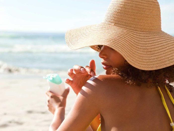 Pour avoir une peau saine: protégez-la du soleil.