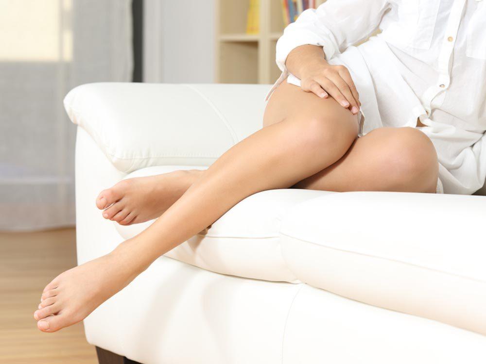 Pour avoir une peau saine: exfoliez les peaux sèches.