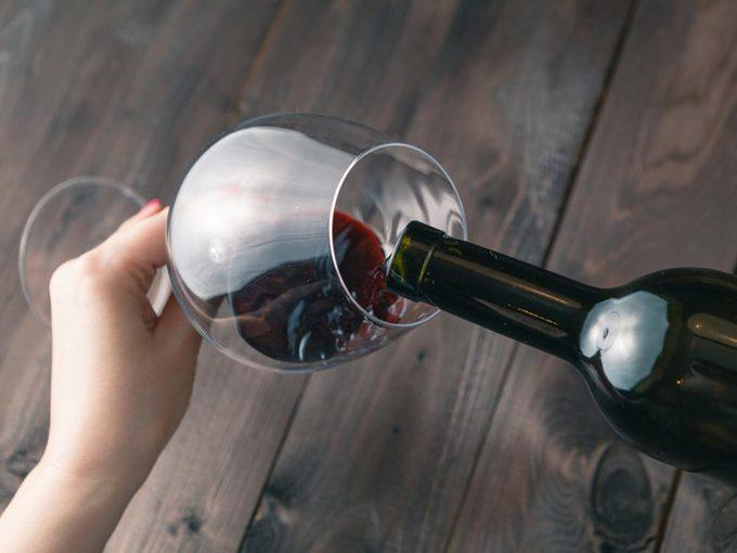 Pour avoir une peau saine: ne buvez pas trop d'alcool.