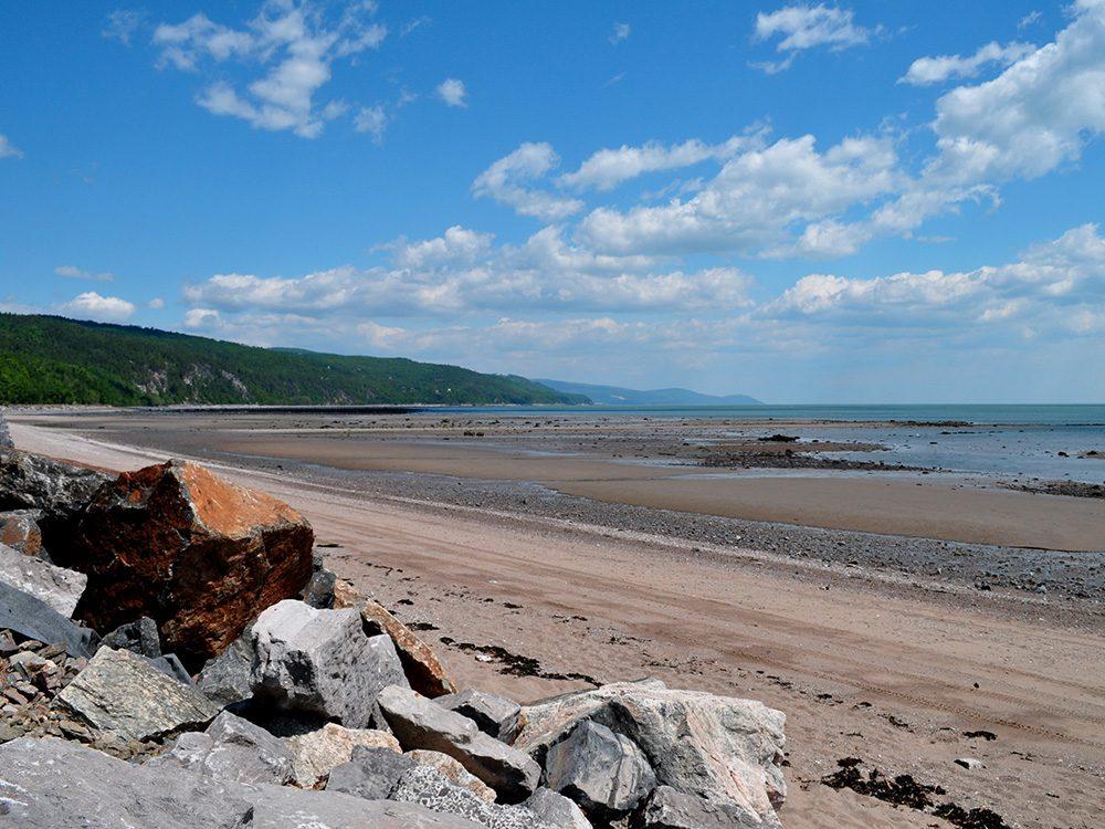 La plage de Saint-Irénée dans Charlevoix fait partie des plus belles plages du Québec.