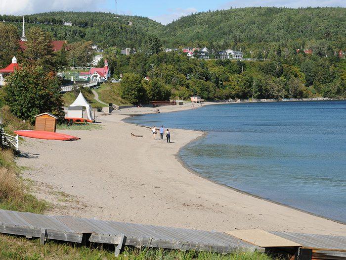 La plage Tadoussac en Côte-Nord fait partie des plus belles plages du Québec.