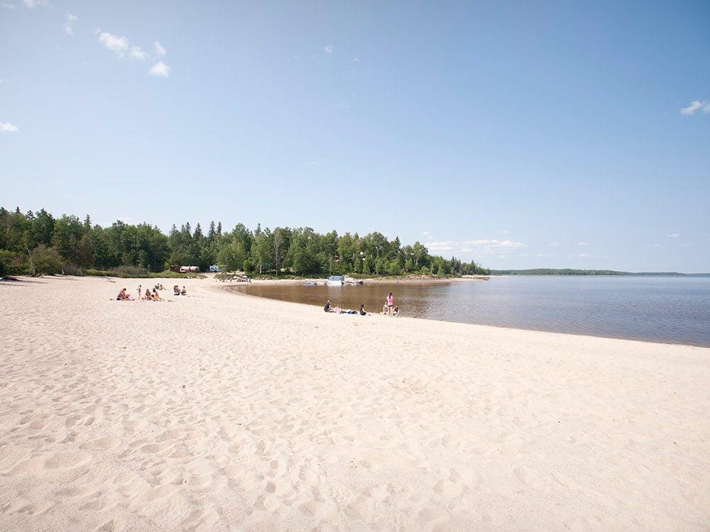 La plage du Lac Faillon en Abitibi-Témiscaminque est l'une des plus belles plages du Québec.