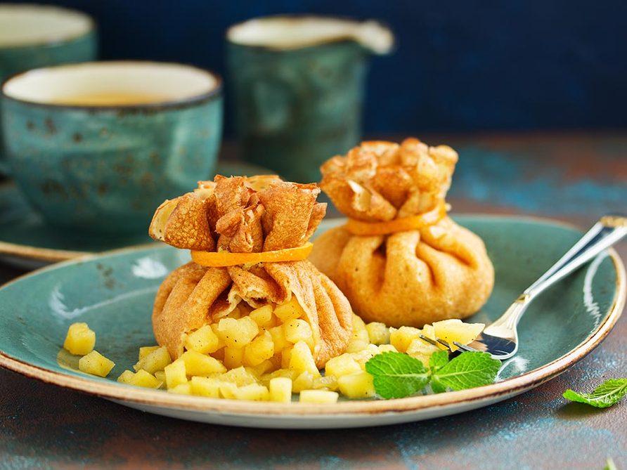 Recettes avec des pommes: essayez le chaud-froid en bourse.