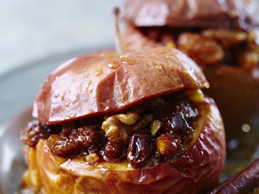 Recettes avec des pommes et des raisins de corinthe.