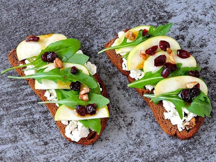 Recettes avec des pommes: essayez le sandwich santé au yogourt et aux noix.