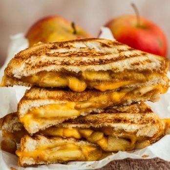 Tartines à la pomme et au fromage