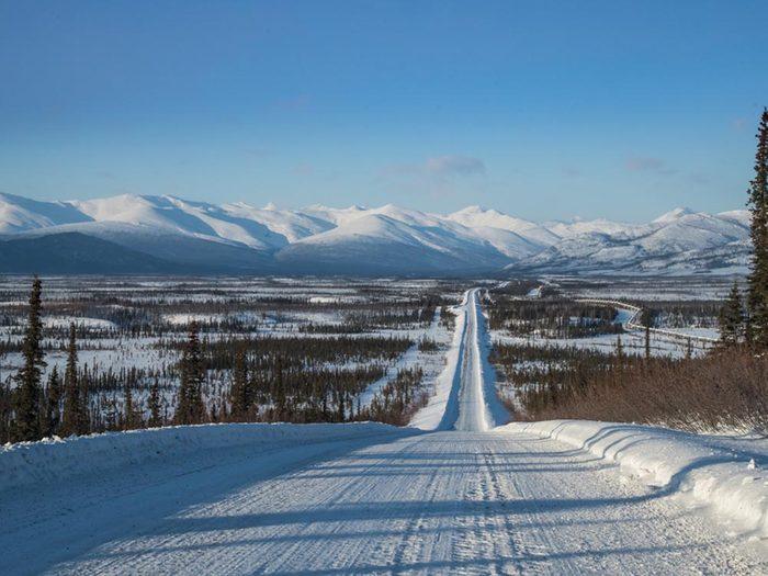 L'une des routes les plus dangereuses du monde se trouve en Alaska.