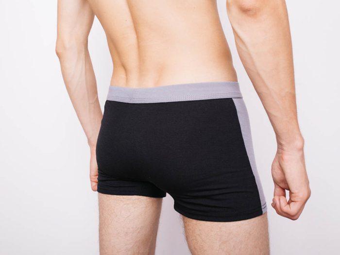 Santé des hommes: une bosse insensible dans le testicule est le signe le plus connu du cancer de cette glande.