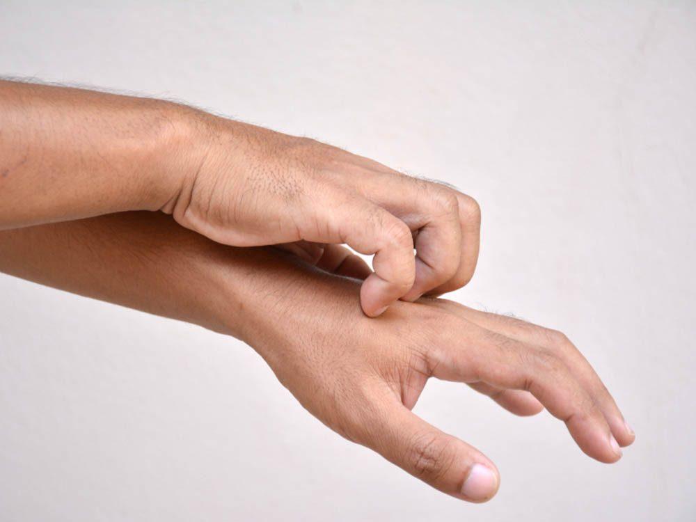 Santé des hommes: la démangeaison chronique peut être le signe d'un lymphome.