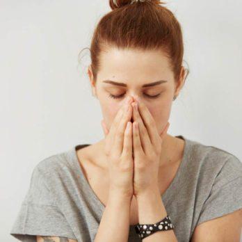 Vaincre sa timidité: 14 signes révélateurs à surmonter