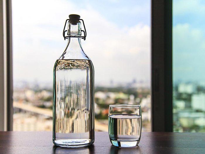 Ce qui peut vous vieillir: ne pas boire assez d'eau.