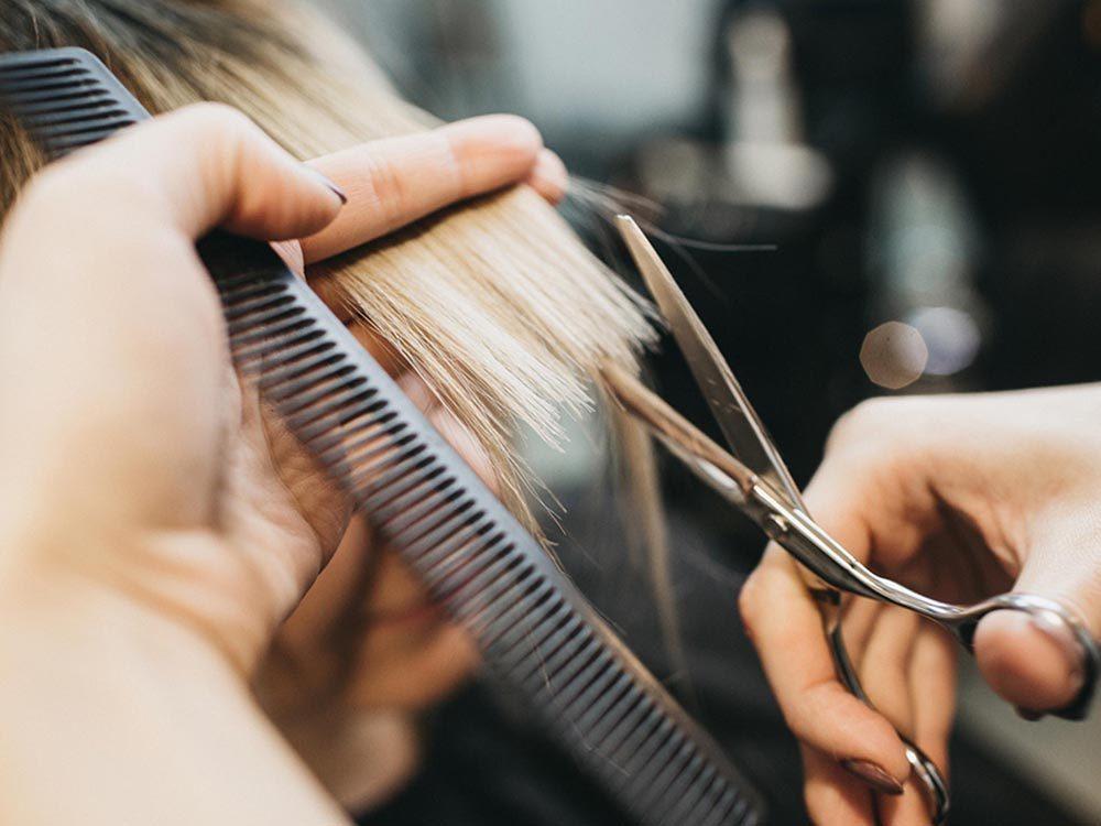 Ce qui peut vous vieillir: ne pas changer de coiffure depuis des années.
