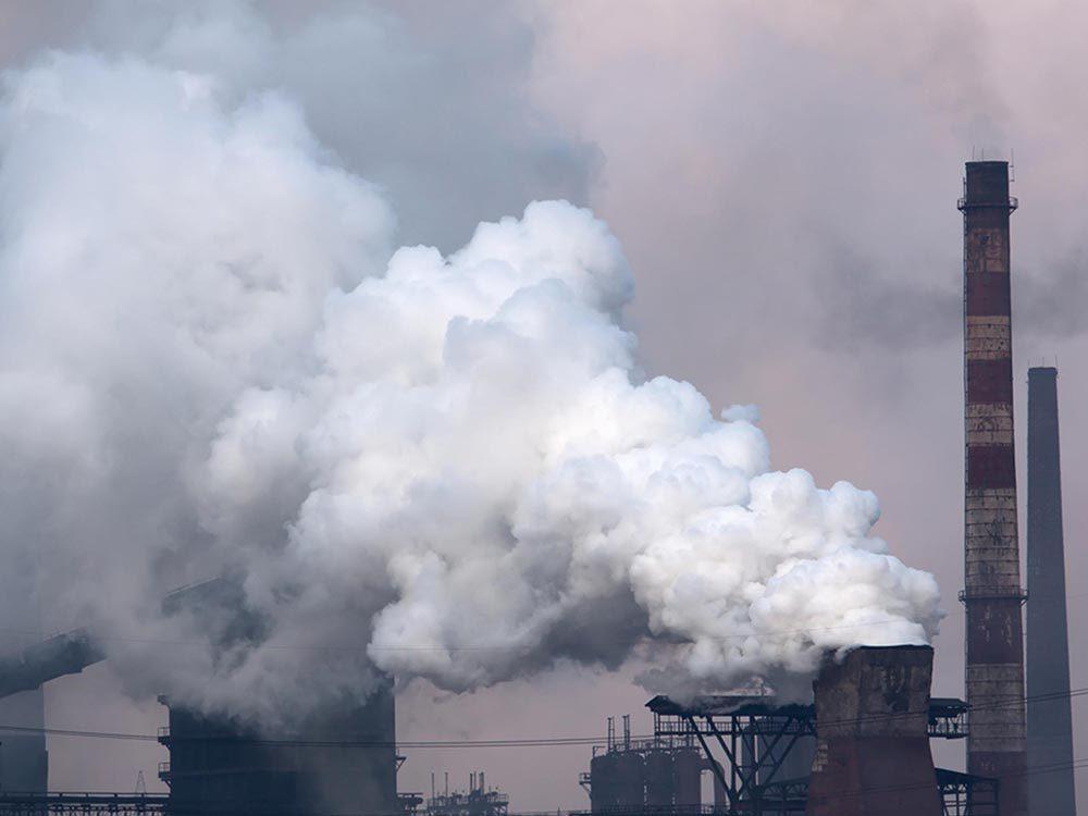 Ce qui peut vous vieillir: vivre dans un environnement très pollué.