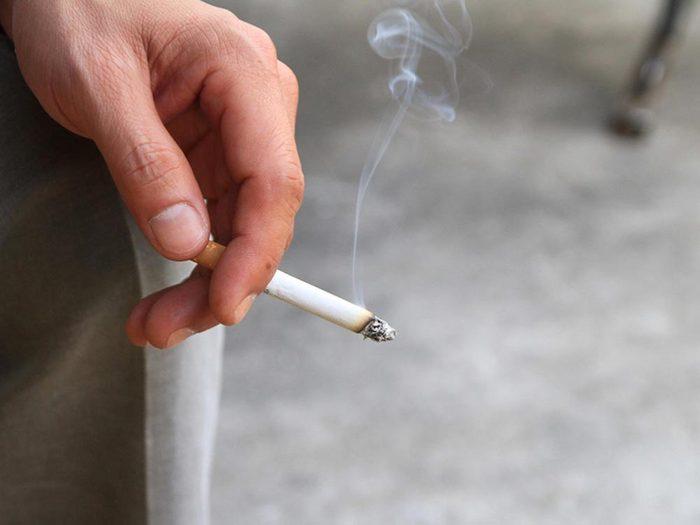Ce qui peut vous vieillir: fumer.