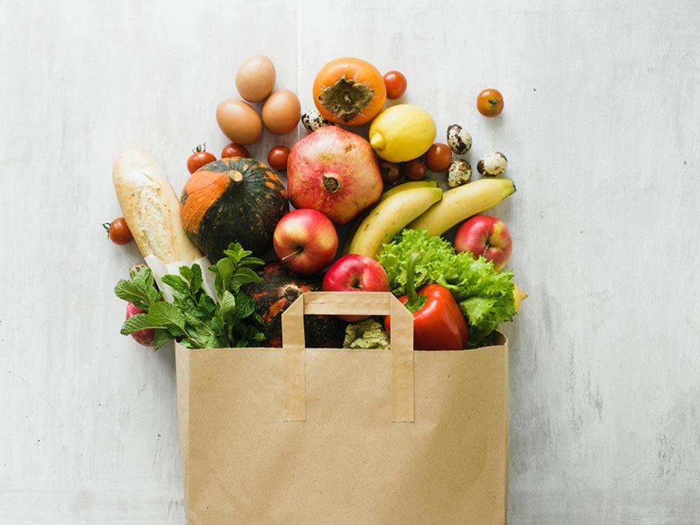 Ce qui peut vous vieillir: ne pas manger assez de fruits et légumes.