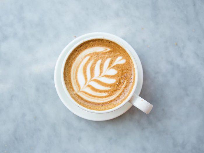 Ce qui peut vous vieillir: boire trop de café.