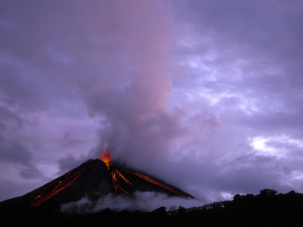 Visitez le volcan en activité du parc Volcan Arenal.