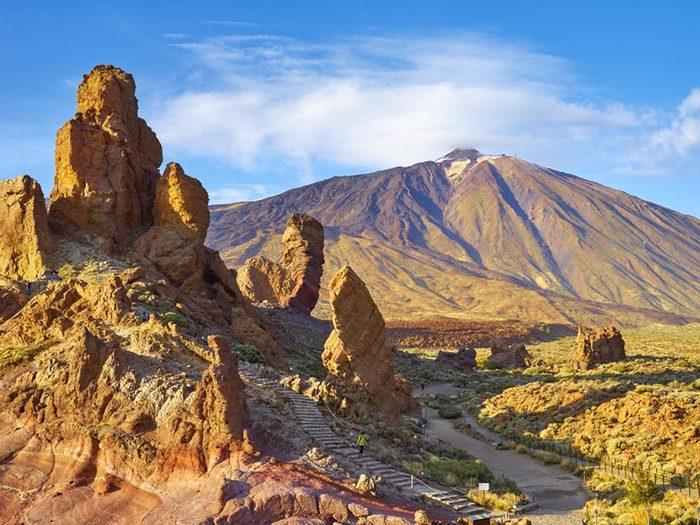 Visitez un volcan en activité en Espagne.
