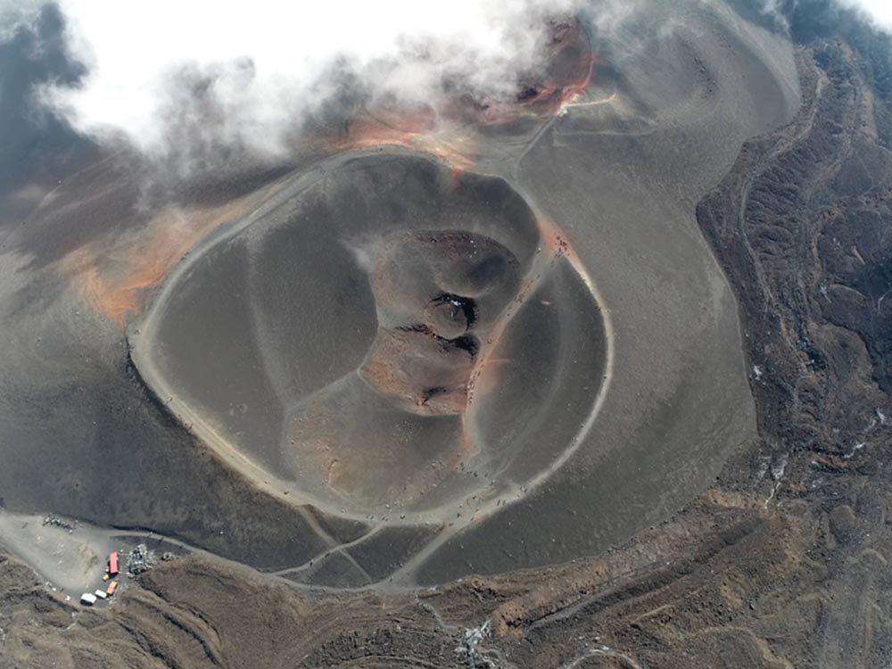 Visitez un volcan en activité en Italie.