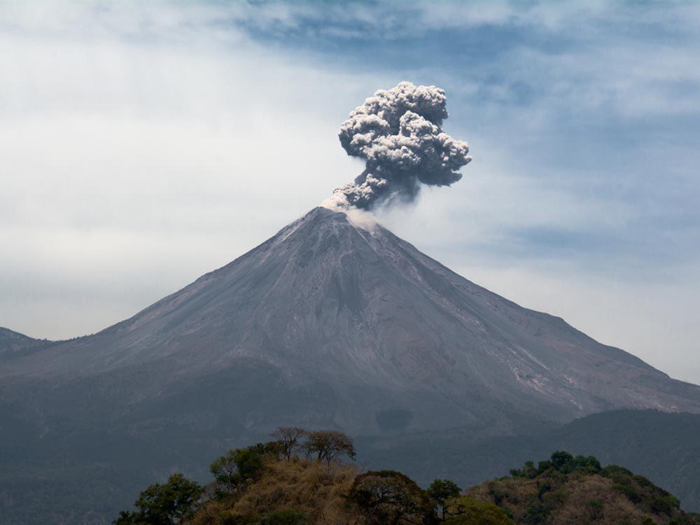 Visitez un volcan en activité au Mexique.