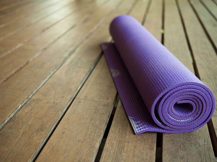 Éviter de manger juste avant un cours de yoga chaud.